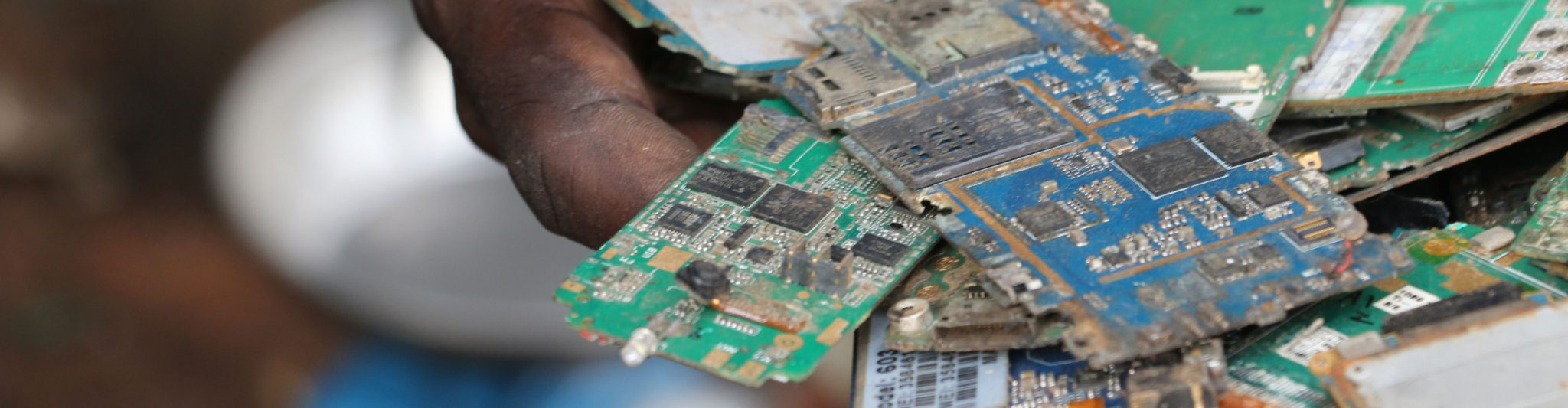Reducing Electronic Waste Fairphone Electronics Learning Circuits Yuppie Gadgets